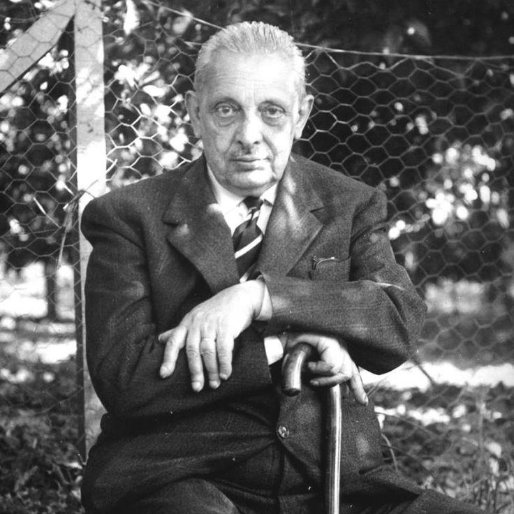 """Giuseppe Tomasi di Lampedusa (1896-1957) fue el último príncipe de Lampedusa, Italia. Debe su fama a su única novela, """"El gatopardo"""", una de las mejores novelas italianas del siglo XX, que se publicó póstumamente en el 1958. Para esta semana he seleccionado uno de los pocos cuentos escritos por Lampedusa: """"Leigha"""": http://ciudadseva.com/texto/lighea"""