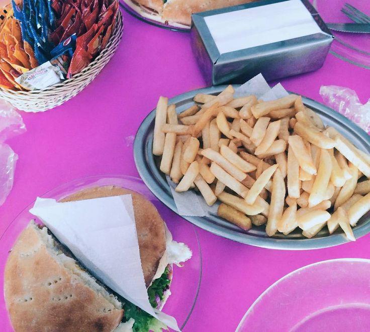 "13 curtidas, 2 comentários - Dálet P.A (@_dhharaujo_) no Instagram: ""Batatas...😍😍🍟 . . . . . . . . . #fritas #batatafrita #lanche"""