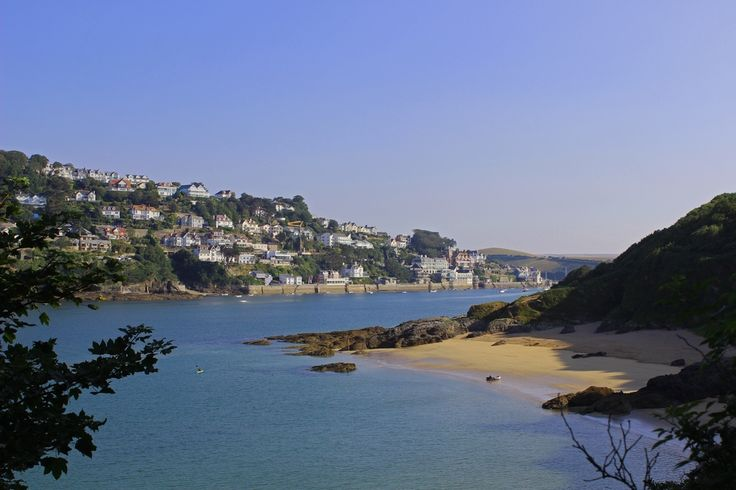 If you are wondering which Salcombe beach is the very best for traditional seaside activities, here is our guide on where to head, and which holiday cottages by the sea to choose for your break in South Devon!