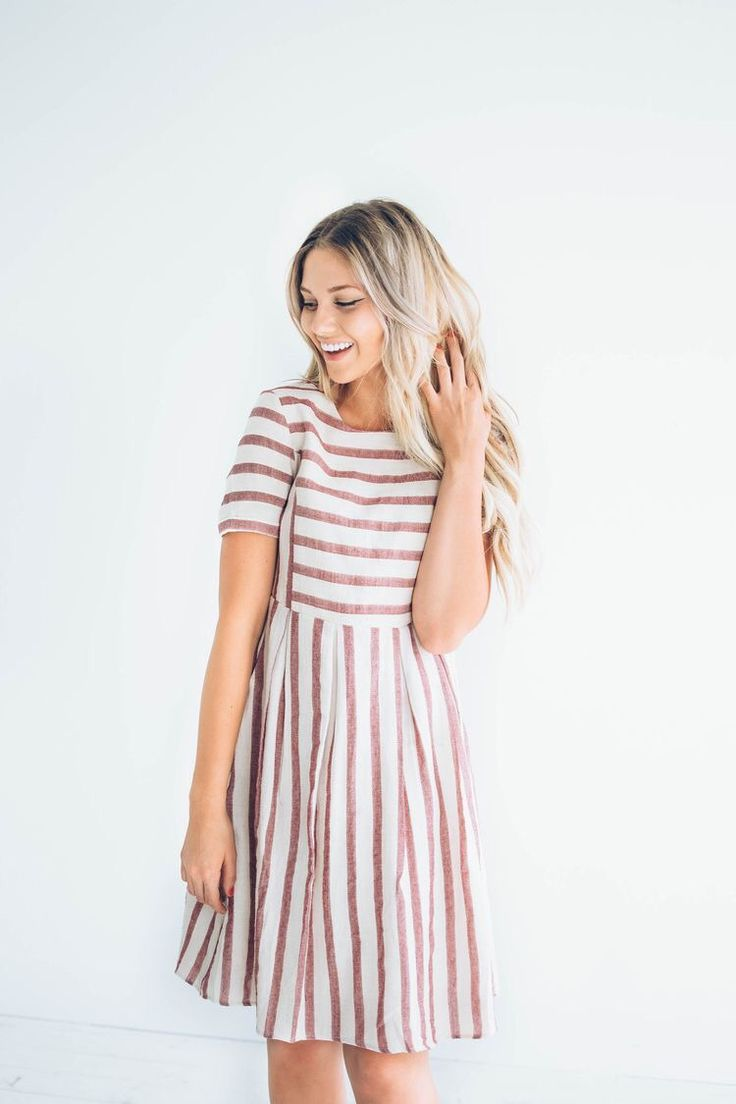 Dress with stripes and sleeves