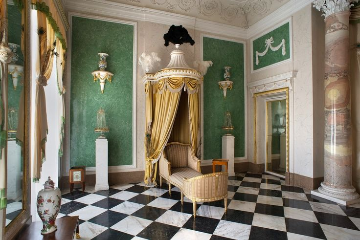 """Bathroom of the Bathing Pavillon constructed at Wilanów for Princess Marshall Izabela Lubomirska """"The Blue Marquise"""" between 1775 and 1778 by Szymon Bogumił Zug"""