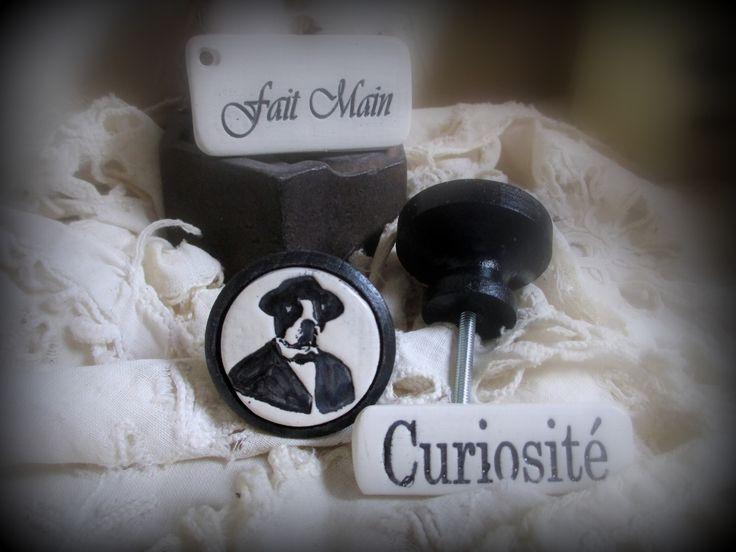 Bouton de meuble (porte ou de tiroir )en bois et terre cuite émaillée : Chien en Costume (vendu à l'unité) : Accessoires de maison par mineral