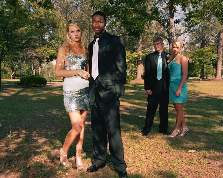В этом году Брук Бичер (слева) получила звание Королевы выпускного бала. Маунт-Вернон, штат Джорджия. Gillian Laub for TIME