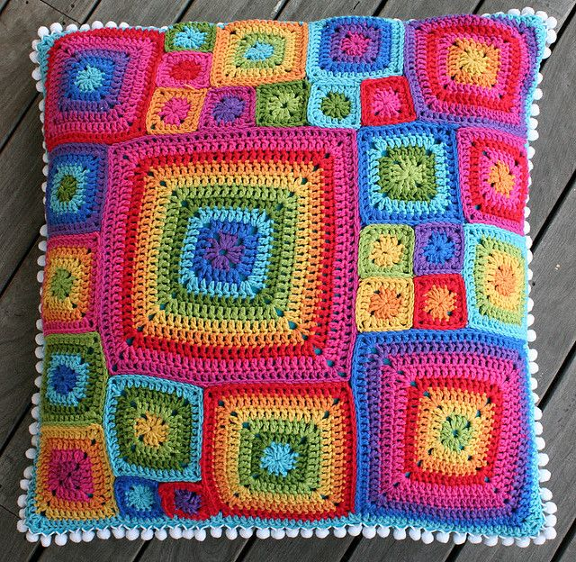 Such a colorful pillow of granny squares in a variety of sizes! #crochet #granny squares: Idea, Crochet Granny Squares, Crochet Squares, Crochetpillow, Colors Combinations, Crochet Pillows, Crochet Cushions, Sofas Pillows, Bright Colors