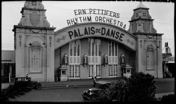Palais de Danse (destroyed by fire in 1968). Featuring Ern Pettifer's Rhythm Orchstra c. 1920s. Formerly located next to Palais Pictures.
