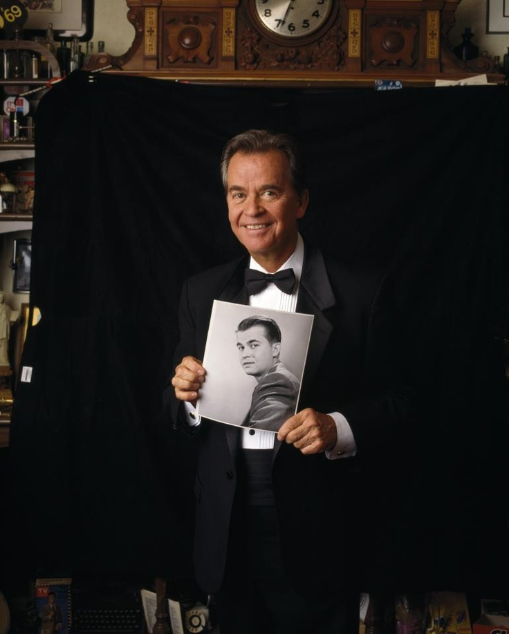 dick clarks american bandstand Broadcast icon dick clark, the longtime host of the influential american  bandstand, has died, publicist paul shefrin said he was 82.