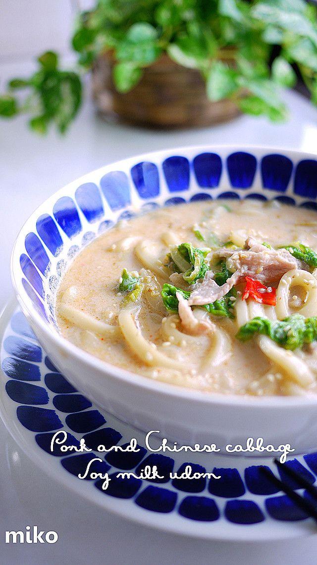 ランチ♪豚肉と白菜で豆乳ピリ辛味噌うどん                                           レシピ本&Yahoo感謝♡コクある豆乳ピリ辛味噌スープで温まろぅ♡一般サイズ26cmフライパンで2人分作れます                                                    材料 (1人分) 豚肉 50g 白菜 大きめ1枚 白ねぎ(なくても可) 4分の1本 豆乳又は牛乳 200cc 水 150cc 冷凍うどん 1つ ◆味噌 小さじ1.5 ◆鶏がらスープの素(顆粒) 小さじ0.5 ◆鰹だしの素(顆粒) 小さじ0.5 ◆薄口醤油 小さじ1 ◆豆板醤 少々 にんにく(好みで) 0.5~1かけ 唐辛子 1本 ★胡麻・黒胡椒・生姜パウダー