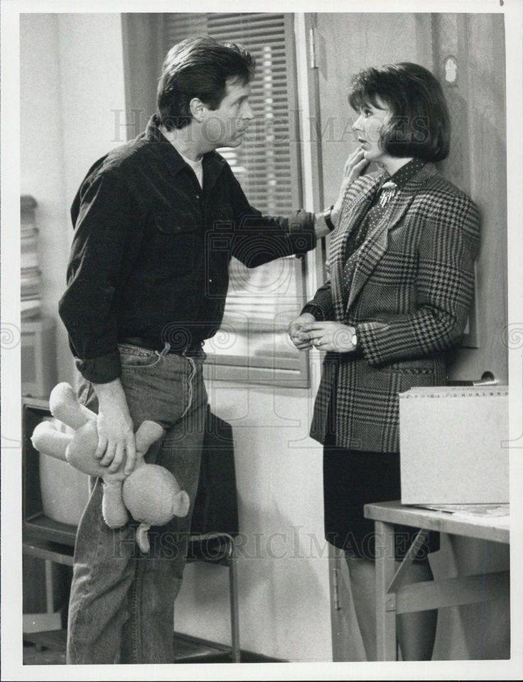"1990 Press Photo Robert Hays in ""Two Taxing Women"""