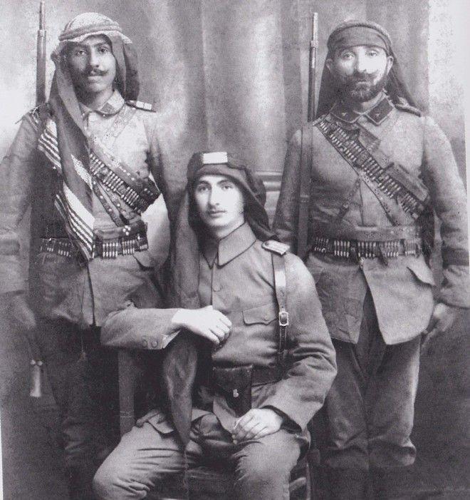 Arab infantry in the Ottoman Turkish Army published in Dunya Savasi'nda Turk Askeri Kiyafetleri 1914-1918, Authors Tunca Orses, Necmettin Ozcelik, 2007, Istanbul, illustrates a type of leather waist bandolier-belt.
