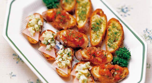 ブルスケッタ&パニーニのレシピ。材料はフランスパン(7mm厚)、・トマト(角切り)、・カリフラワーなど。作り方だけでなく、全レシピにカロリーや栄養価情報つきでダイエットや健康管理に便利!ブルスケッタ&パニーニの簡単おいしいプロの技やコツも!