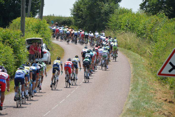 SAMEDI 13 JUILLET - ÉTAPE 14: 191km Saint-Pourçain-sur-Sioule / Lyon Le peloton. © Presse Sports