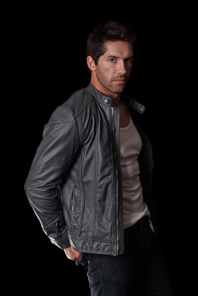 Scott Adkins How did I not know about this guy sooner?? Just watched Jarhead 3 n I'm in love❤️
