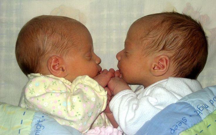 Polémica: llega la edición genética de embriones.  Es una de las noticias científicas más esperadas y temidas: por primera vez se ha alterado el ADN de un embrión humano. La mayoría de expertos rechaza esta posibilidad de rediseñar nuestro organismo. El 18 de abril de 2015 quizá se recuerde Haz clic en este imagen para leer mas