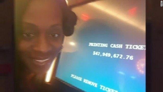 【画像あり】カジノで44億円の代わりにステーキ肉与えられた女の自撮り写真wwwww