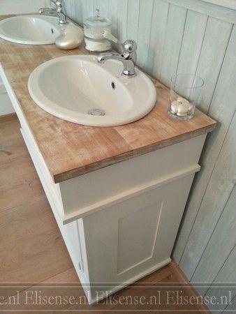 Badkamermeubel Bjorn met houten wastafelblad.