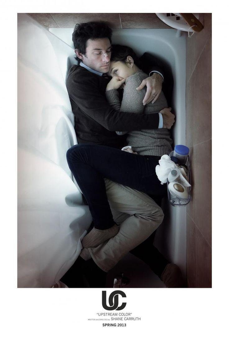 DVD CINE 2462 - Upstream Color (2013) EEUU. Dir.: Andrew Haigh. Ciencia ficción. Drama. Romance. Sinopse: Carruth volve porse tras a cámara -e volve exercer de guionista, compositor e director de fotografía- para contar a historia dun home e unha muller que se atraen o un ao outro para verse enredados no ciclo vital dun organismo inmortal. A identidade vólvese unha ilusión mentres loitan para unir os fragmentos perdidos das súas esnaquizadas vidas.