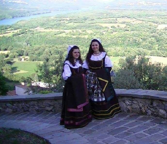 #AbitoinBasilicata #Tradizioni  Costumi tradizionali montemurresi eseguiti da sarte locali con il patrocinio della Pro Loco di Montemurro