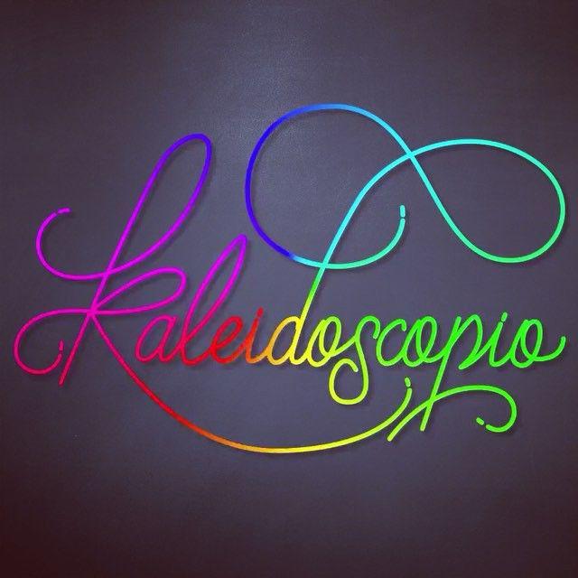 Kaleidoscopio #kaleidoscope #disenocaligrafico #mimisereyc #chile #calligrapher #letrering #colorful #colors #cool #instalovers #instaletters #instaviña #visual #welovetype #artdigital #art #goodtype #todaytype #amanoalzada #rainbow #arcoiris #handmade #happy #caligrafia #calligraphy ##caligraphie #calligrafia