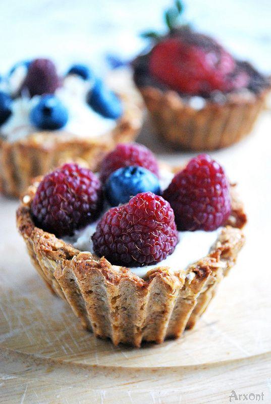 Овсяные корзинки с творожным кремом и свежими ягодами