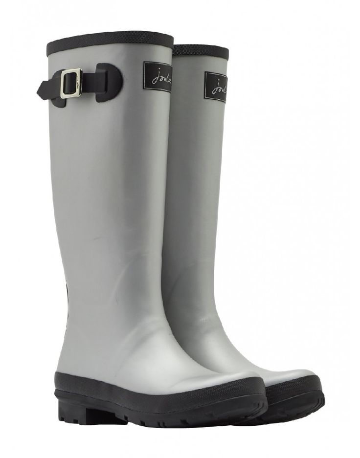 The Joules Matt Field wellies are crafted from hardwearing rubber with an enhanced tread grip, making them the perfect option to protect your feet in damp conditions. In a metallic silver tone, these boots have a taller height and feature adjustable buckle straps at the side which provides you with a comfortable and enhanced fit.