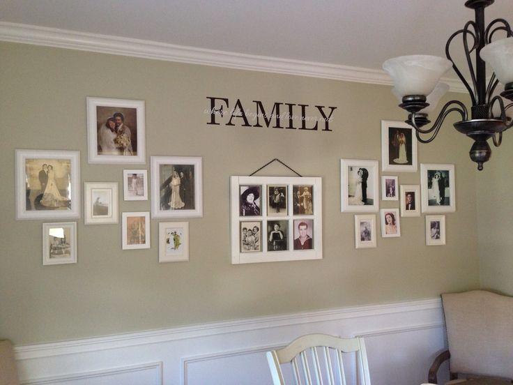 Oude familiefoto's in witte kaders = mooi bij gekleurde muur