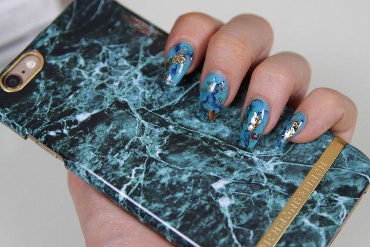 blå marmor naglar med guld!