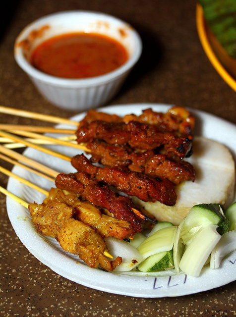Satay is a Malay and Indonesian dish of grilled meat on skewers, served with a peanut dipping sauce. One of the most famous Malay dishes in Singapore, satay is a must-try, and is served at many hawkers, restaurants and food centres. Nearest outlet: Newton Food Centre (or Newton Circus). Nearest MRT station: Newton MRT (1 stop away from Orchard MRT)