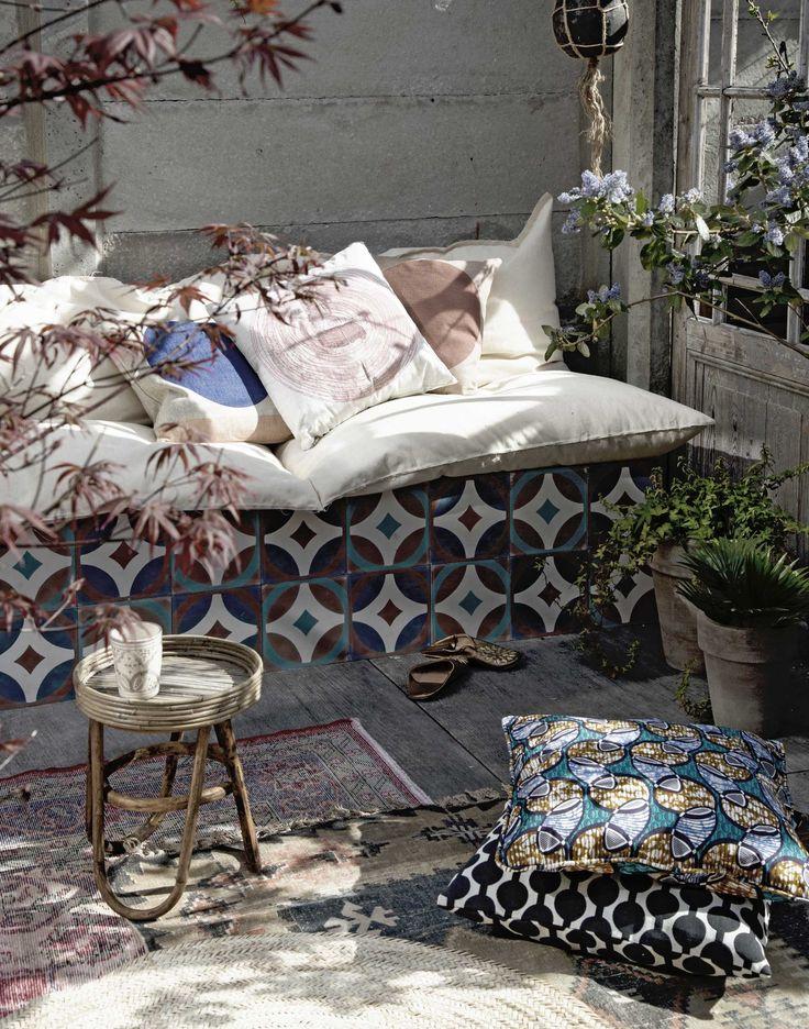 DIY: tuinbankzitzak | DIY: garden couch | vtwonen 08-2016 | photography: Sanne Tulp | styling: Anke Helmich
