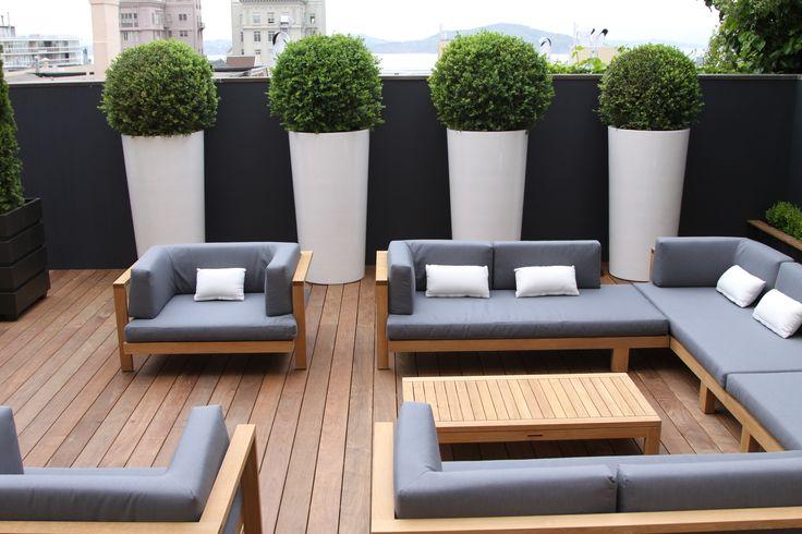 gartenmöbel set holz design hellgraue auflagen weiße dekokissen - gartenmobel design holz