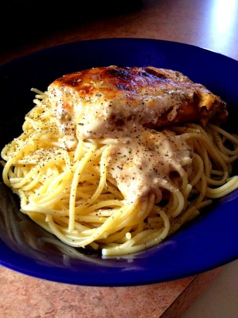 Easy Chicken Alfredo Parmesan :A quick 5 step recipe and twist on the traditional Chicken Parmesan.