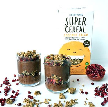Cocoa coconut chia parfait with pomegranate and Herbivore Super Cereal   #chiapudding #healthy #breakfastinspo