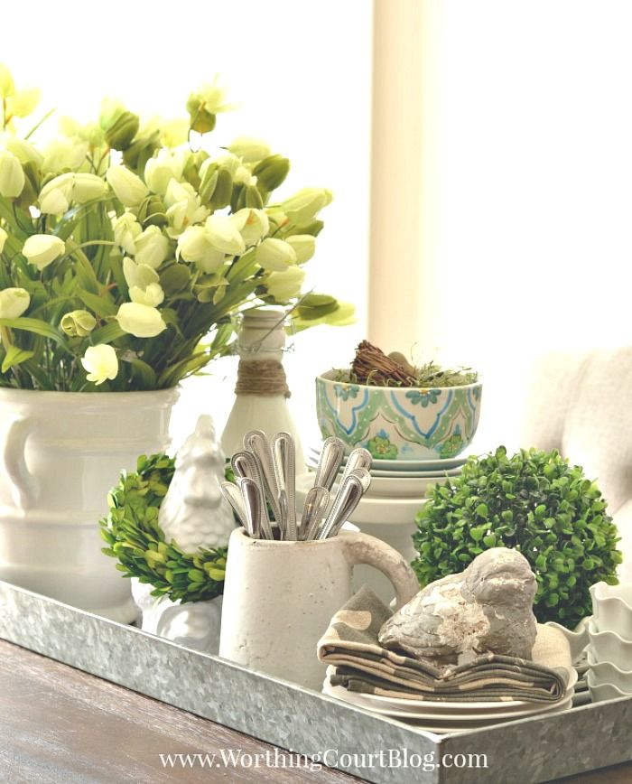 5 Unexpected Spring Centerpiece Ideas That Will Last All Season Worthing Court Spring Table Centerpieces Kitchen Centerpiece Dining Room Table Centerpieces
