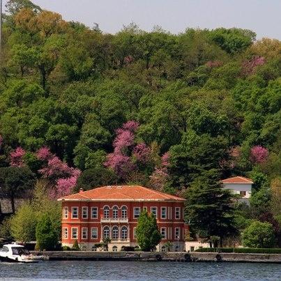İstanbul Boğazında bir yalı.