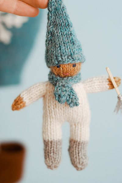 Jack Frost. Could be knit in different colours. Use as zipper pull, Christmas ornament, multiples sew together to form garland...cute & easy!