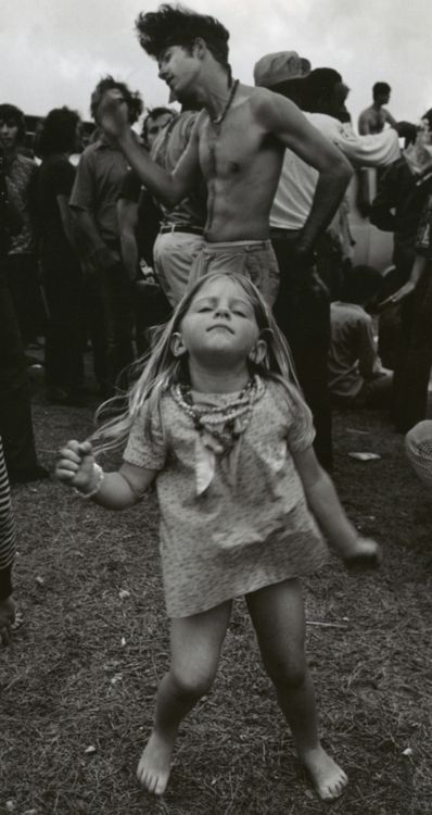 Yes! Love this photo!! Remember my mom showing it to me as a kid from one of her vintage magazines. Still evokes emotion.