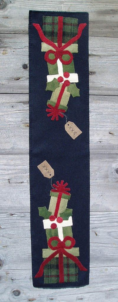 Wooden Spool Designs Presents Table Runner The Pattern Hutch wool applique craft pattern Christmas