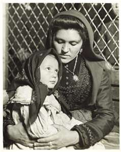 Ellis Island immigrants 1904. Lewis Hines