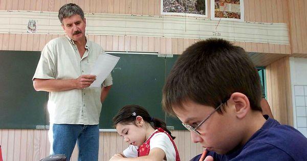 """Avec la """"classe à l'envers"""", l'école garde les pieds sur terre lemonde.fr"""