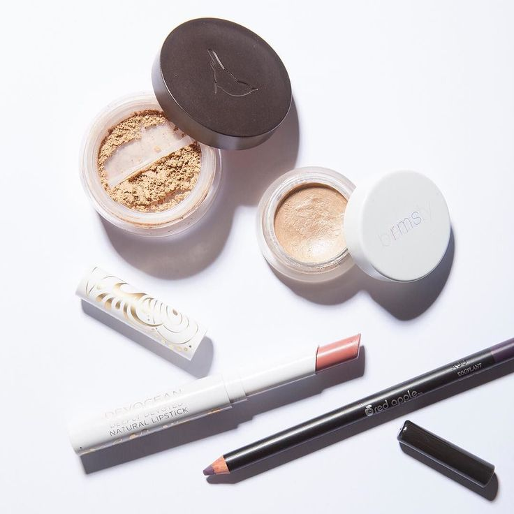Today's face  @alimapure (loose powder foundation loving this lately!) @ilovepacifica (Devocean lipstick) @rmsbeauty (Living Luminizer) and @redapplegirls (Eggplant eyeliner)  What makeup have u been lovely lately that u think I should try next?  #TMFavorites