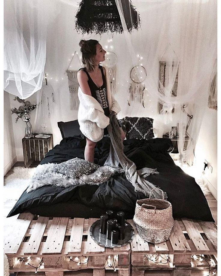 "4,706 mentions J'aime, 90 commentaires - J U S T I N E (@noeudsjustine) sur Instagram : ""Black bed w/ @laredoute plus sur noeudsjustine #noeudsjustinehome"""