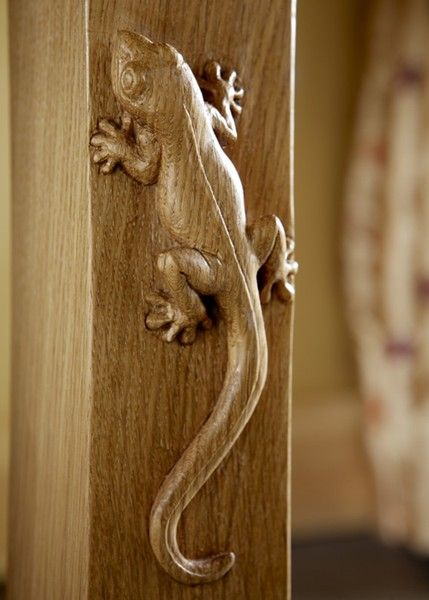 Oak gecko carving detail - Nigel Griffiths