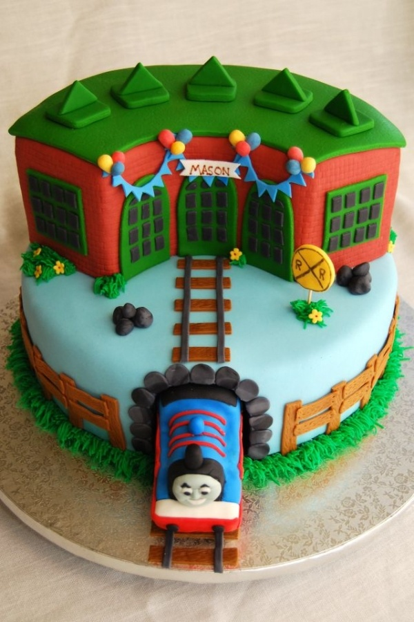 Cake Images Of Thomas The Train : Thomas the train round house cake   tidmouth sheds w/ name ...