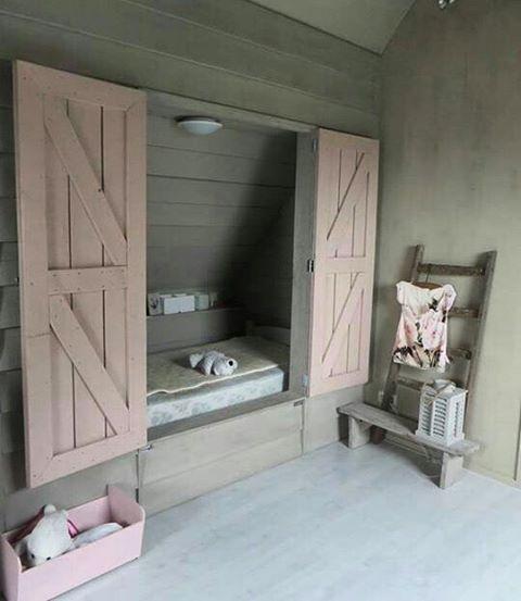 25 beste idee n over kleine slaapkamer op zolder op pinterest zolderkamers slaapkamers op - Furbishing een kamer op de zolder ...