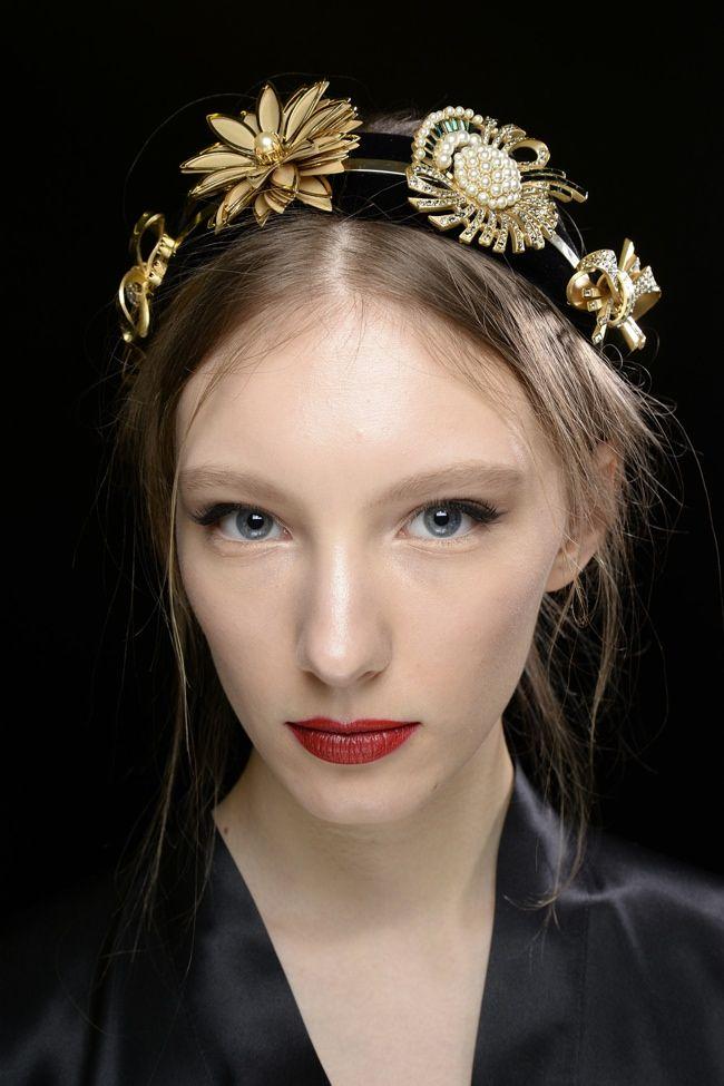 Наверняка вы догадались, что речь идет про красивые женские волосы — украшения для них существуют с древних времен, и до сих пор вы можете неплохо заработать на их производстве в домашних условиях.