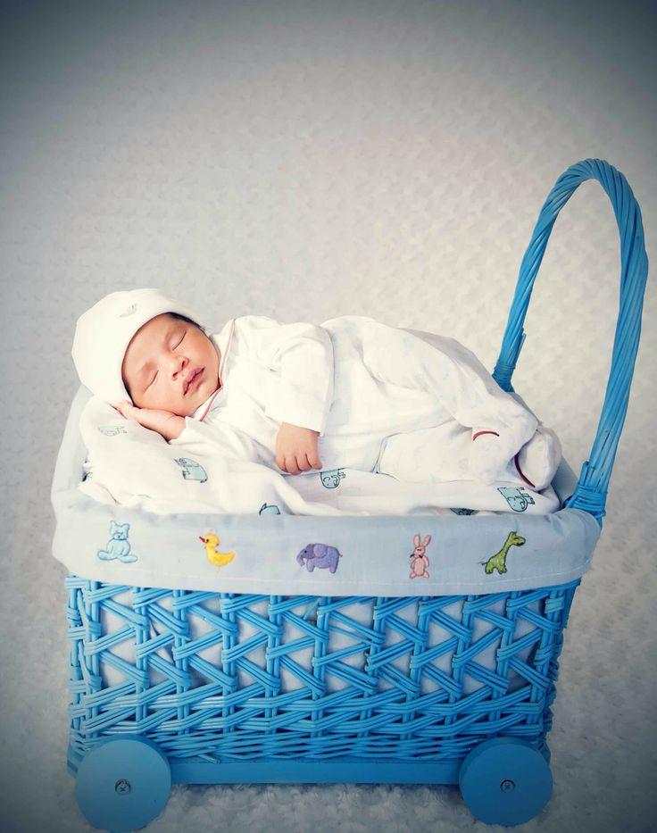 Newborn photographer bahrain babyshower gift bahrain