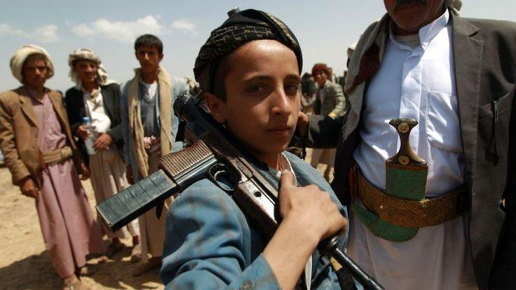 Amnesty: Syiah Houthi Rekrut Anak-anak untuk Berperang tanpa Sepengetahuan Orangtua Mereka  SALAM-ONLINE: Pemberontak Syiah Houthi di Yaman merekrut para pemuda berusia 15 tahun yang diperoleh melalui sekolah-sekolah agama untuk dilibatkan ke dalam peperangan tanpa sepengetahuan orang tua mereka kata Amnesty International sebagaimana dilansir The New Arab Selasa (28/2).  Kelompok hak asasi manusia menggambarkannya sebagai sebuah tindakanmengerikan. Laporan misalnya menyebutkan praktik Syiah…