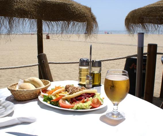Ensalada mixta. Chiringuito Bombadill de Isla Canela (Ayamonte - Huelva).