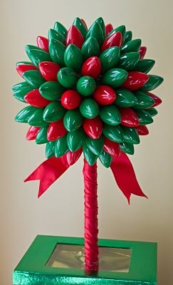 A holiday topiary centerpiece can make such a statement. Here are a few that will leave your guests in awe!
