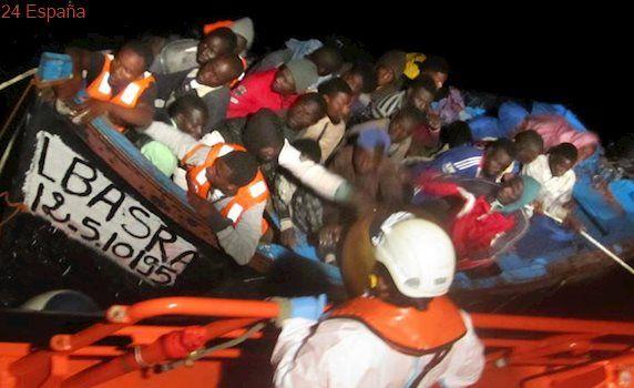 Desaparecen 49 inmigrantes de una patera rescatada en el mar de Alborán