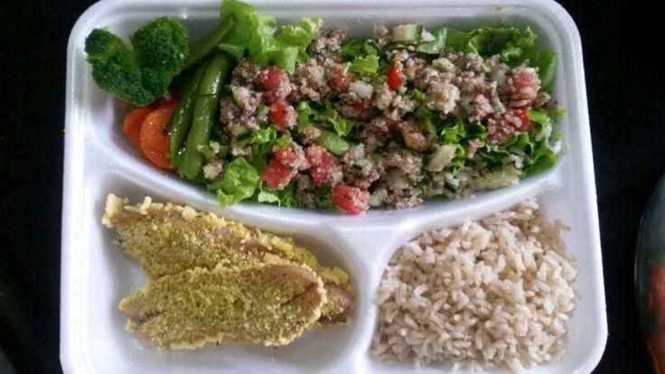 Marmitex fitness  Peixe gratinado com crosta de ervas, salada com tabule, arroz integral e legumes cozido no vapor.